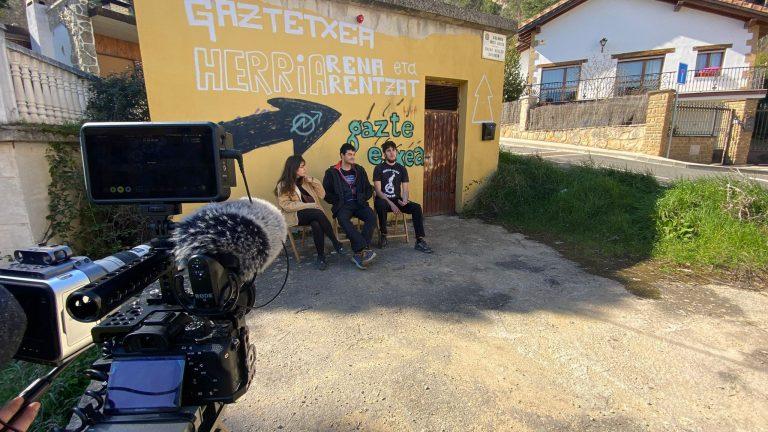 """Gaztetxeak 25 urte dokumentala: """"Gazte ginen, gazte gara"""""""